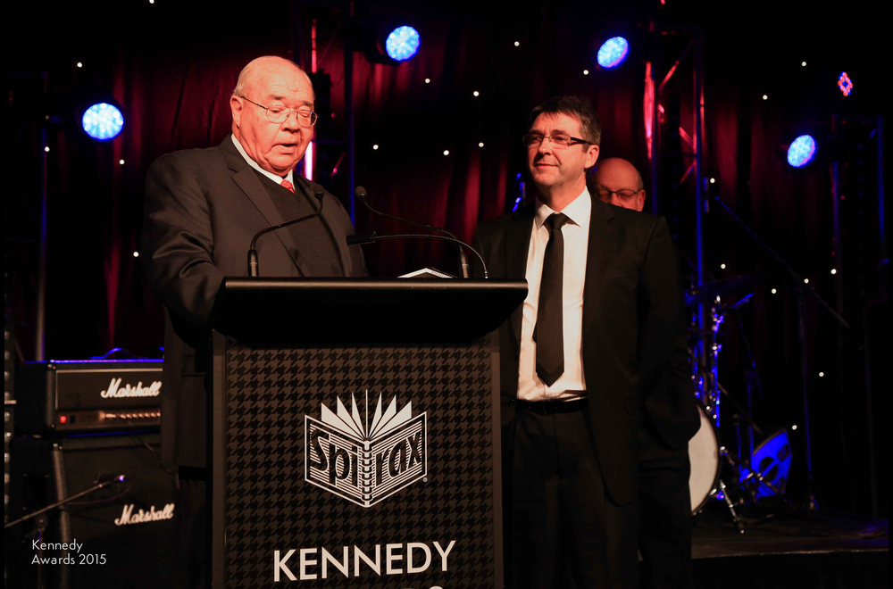 Nine Network political editor Laurie Oakes with Cliff Neville Award winner Doug Ferguson of Nine News